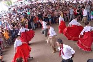 Capa Site Apresentações Culturais animam a Festa da Erva-Mate
