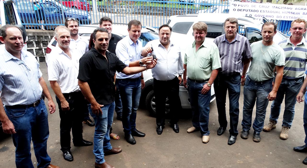 Deputado Hussein Bakri realiza entrega oficial de novos veículos para Cruz Machado